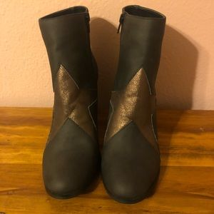 NWOT Coconuts by Matisse Star Booties